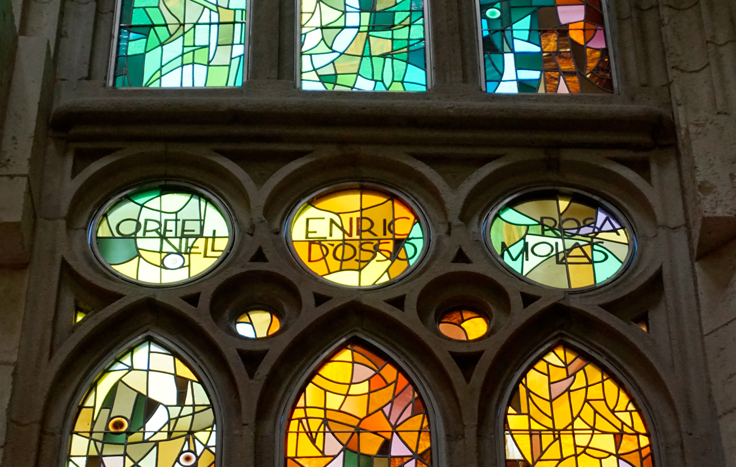 Art Deco style sans-serifs on the stained glass panels