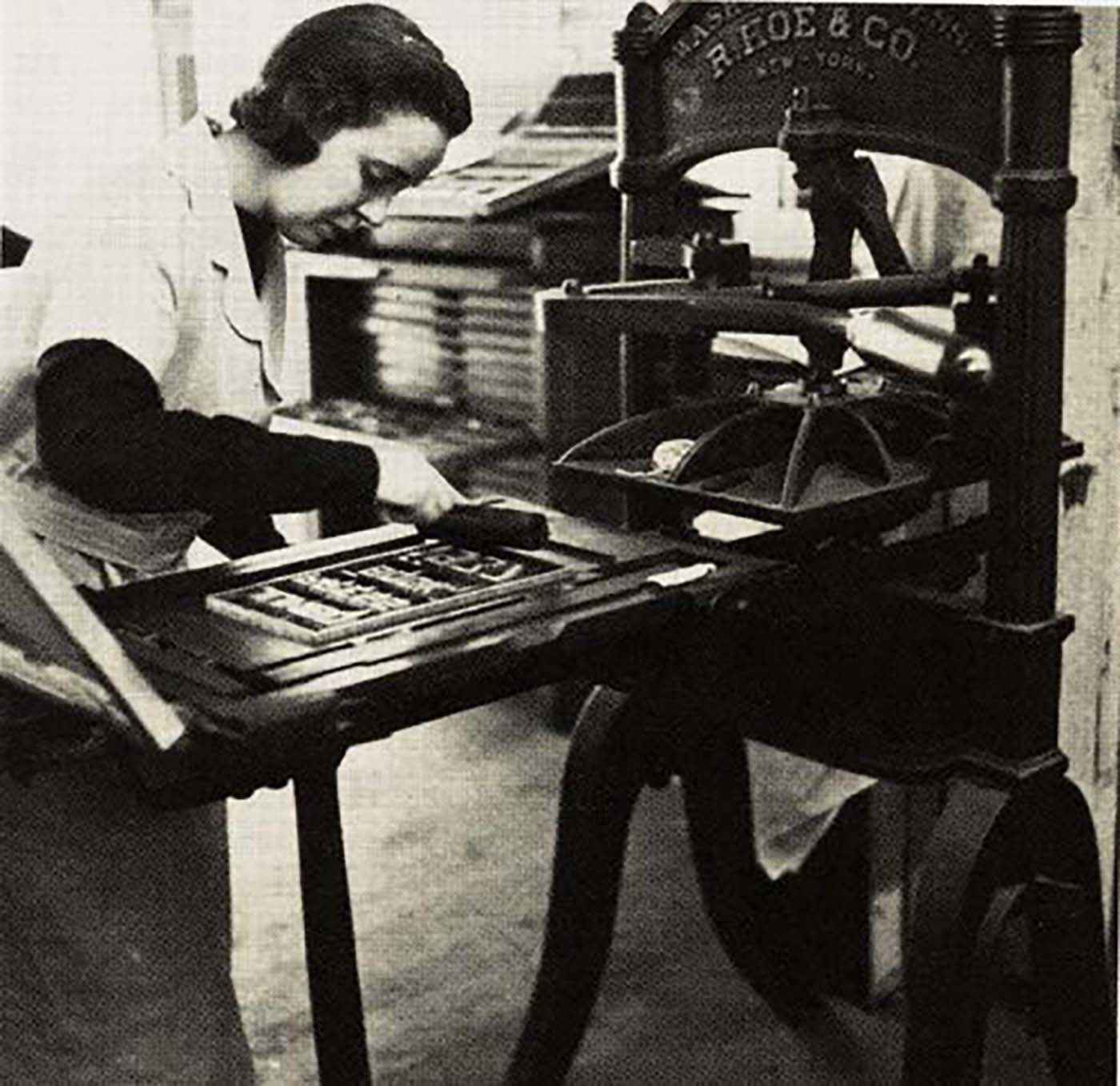 Jane Grabhorn printing on the Washington hand press, ca. 1945 (Princeton University Libraries)